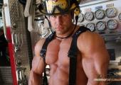 Пожарникарят-спасител с инженерна мисъл Стив Кюкло е флагманът на новото поколение бодибилдъри (Видео)