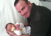 Сладко бодибилдинг-бебе проплака в Германия
