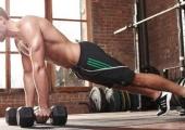 Вие и дъмбелите насаме за 15-минутна тренировка за цялото тяло