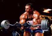 Александър Федоров – руската планина от мускули, която тренира насред гробищата в Санкт Петербург