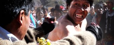 Тинку – бойната традиция, спазвана всеки март по време на боливийския Фестивал на кръвта