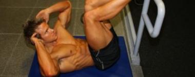 Чудовищно релефни коремни плочки с тренировката на Роб Ричис (Видео)