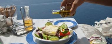 Маслените заливки на салатата помагат на организма да усвои повече антиоксиданти