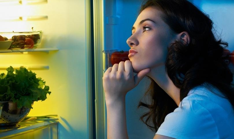 Какво да похапваме преди сън без да вредим на физиката си