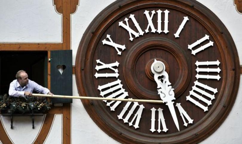 Смяната на часовото време - полезна за икономиката, но вредна за здравето?