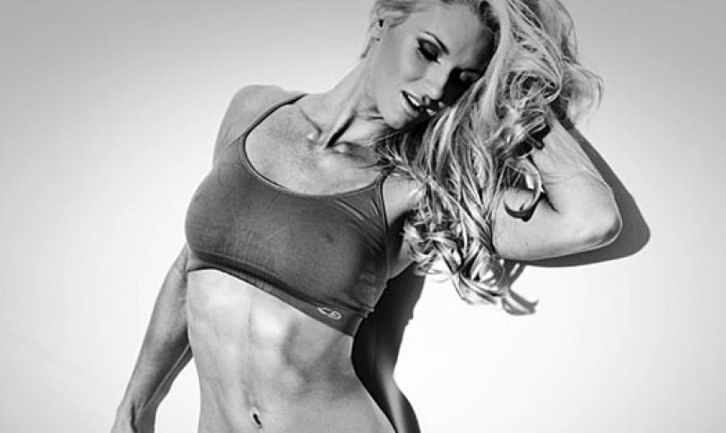 Още жега - този път от знойния фитнес модел Холи Брикен