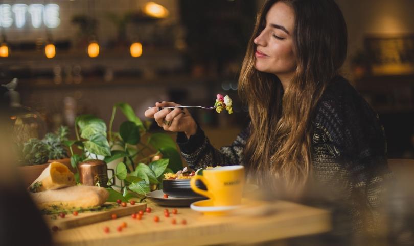 С храна срещу стреса - кое помага за овладяване на нервите и тревожността
