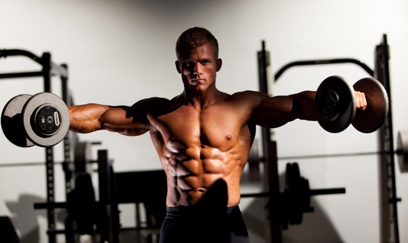 С едни гърди и рамене напред